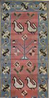 21. Фрагмент ковра с изображением петушков и деревьев